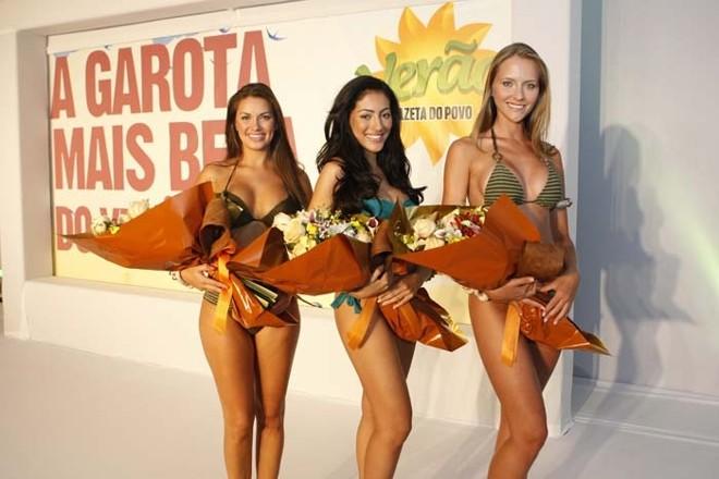 Natália Portugal, Jennifer Piccinato e Nathaly Goolkate, as três finalistas do concurso A Garota Mais Bela do Verão 2011 | Antônio More / Gazeta do Povo