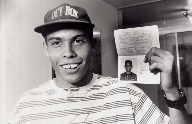 Ronaldo, em 93, tira o passaporte para jogar o Sul-Americano sub-17 na Colômbia | Antônio Lara/Jornal Hoje em Dia