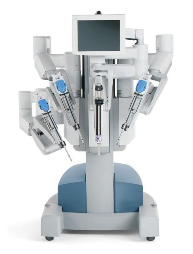 O robô Da Vinci permite uma visão ampliada em 15 vezes e imagens em três dimensões do local da cirurgia | Divulgação