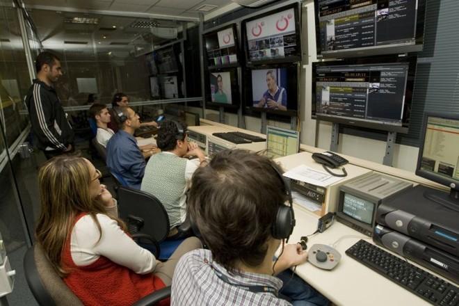 Switche exclusiva da ÓTV, com os técnicos trabalhando: infraestrutura própria  