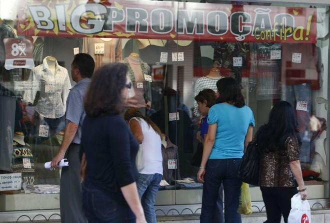 Quase metade dos comerciantes crê que as vendas não vão superar as de 2010   Marcelo Elias / Gazeta do Povo