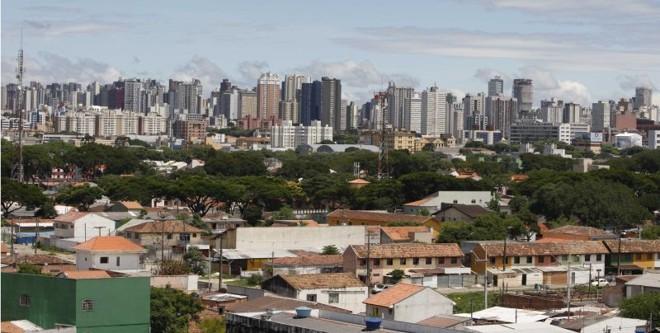 Vista panorâmica do Rebouças com os arranha-céus curitibanos ao fundo. Bairro já passou por várias tentativas de revitalização | Fotos: Daniel Castellano/Gazeta do Povo