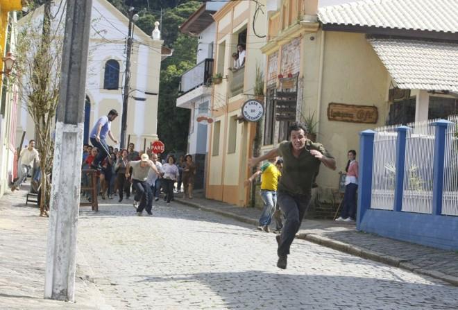 Rua Ermelino de Leão, no centro de Antonina, é usada para a cena de perseguição do personagem de Rodrigo Lombardi | Aniele Nascimento/Gazeta do Povo