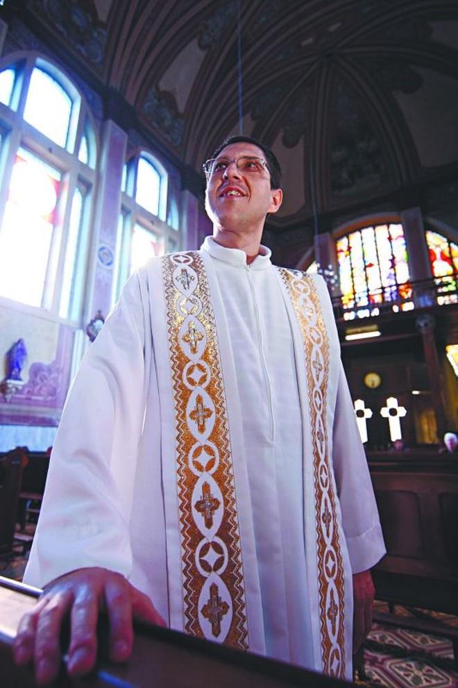 Padre Nílton Boni: casa em casa |