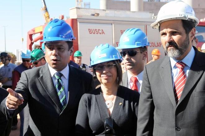 Orlando Silva (na ponta da esquerda) e Agnelo Queiroz (extrema direita), em visita a obras do estádio de Brasília: atual e ex-ministro são acusados de comandarem esquema de desvio de recursos do Esporte para os cofres do PCdoB | Wilson Dias/Abr