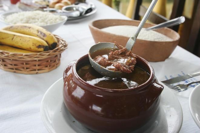Tradicional prato do litoral: o Barreado | Daniel Castellano / Agência de Notícias Gazeta do Povo