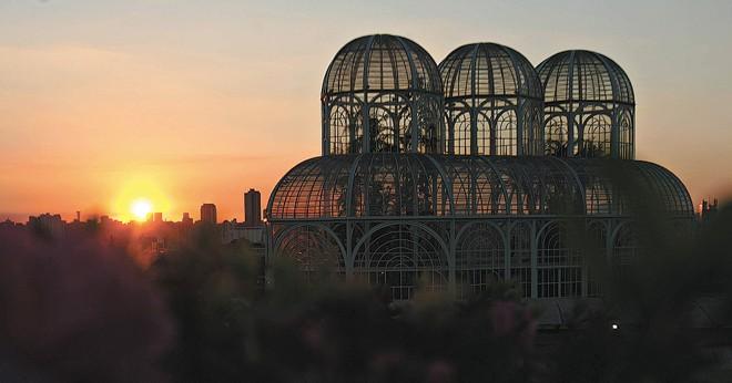 Jardim Botânico, um dos símbolos de Curitiba, recebeu 47,2% dos desembarques da Linha Turismo em 2011  
