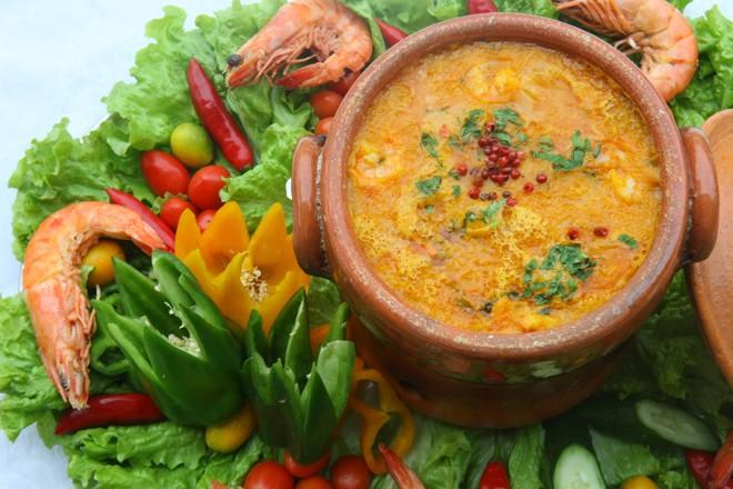 Caldeirada de frutos do mar é um prato típico caiçara | Jonathan Campos/ Gazeta do Povo