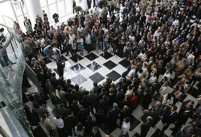 Em um rápido discurso, o governador disse que não há motivo para festa nem pompa | Jonathan Campos/Agência de Notícias Gazeta do Povo