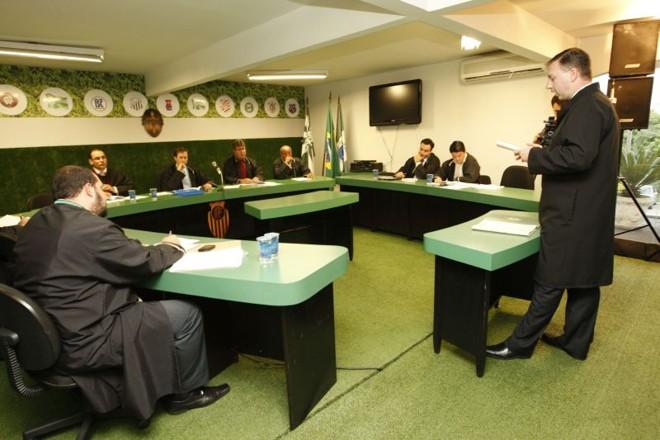 Decisão do julgamento no TJD favoreceu o Coritiba e clube não está obrigado a alugar o Couto Pereira | Antônio Costa / Gazeta do Povo
