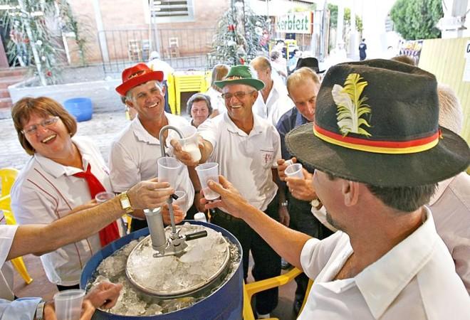 Realizada há 19 anos, a Kerbfest atrai moradores mais antigos da cidade, mas é prestigiada por poucos jovens   Hugo Harada/ Gazeta do Povo