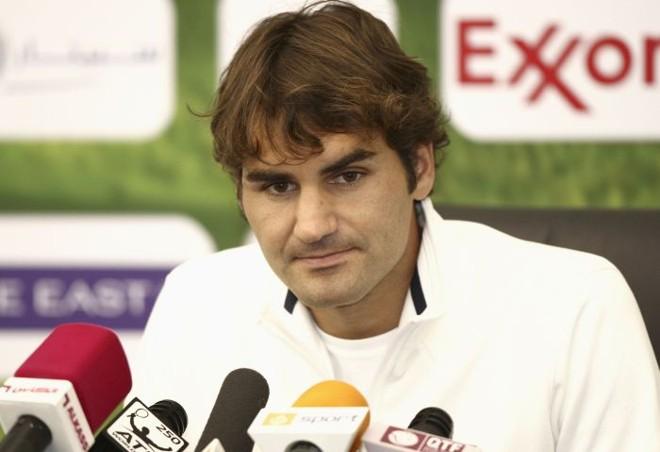 O suíço Roger Federer anunciou nesta sexta-feira a desistência da semifinal do Torneio de Doha, mas está confiante em jogar o Aberto da Austrália. | Fadi Al-Assaad/Reuters