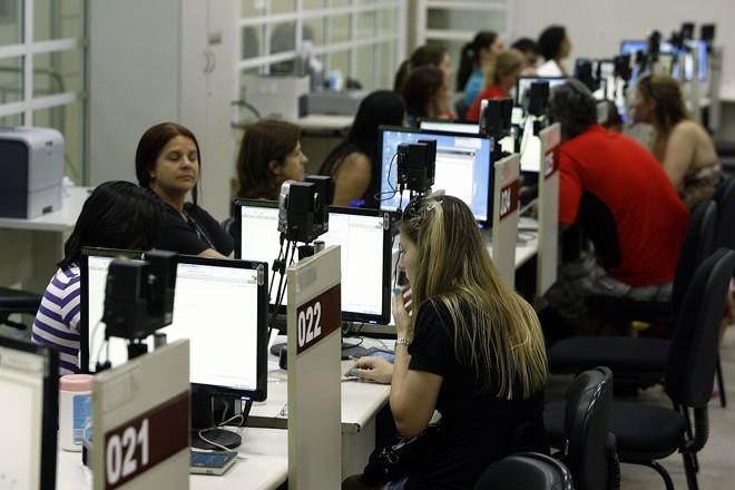 O trabalho de recadastramento durou 255 dias e terminou com mais um 1 milhão de pessoas atendidas | Hugo Harada/Arquivo Gazeta do Povo