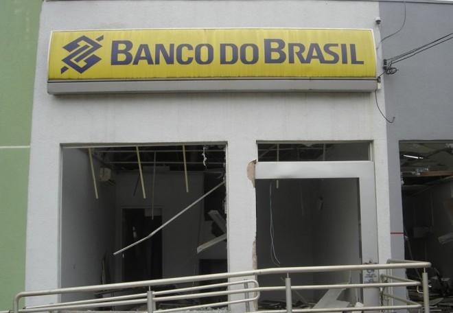 Bandidos utilizaram materiais explosivos para danificar as agências de dois bancos em Alto Alegre, distrito de Colorado, no Paraná | Polícia Civil/Divulgação