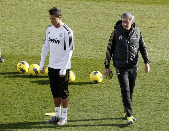 Cristiano Ronaldo e Mourinho não vão à premiação da Fifa em Zurique porque estarão viajando com o Real Madrid para jogar com o Málaga, pelo Espanhol | Paco Campos / EFE