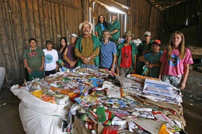 Moradores de Pinhão, no Centro-Sul do Paraná, encontraram na reciclagem uma oportunidade para aumentar a renda familiar   Hugo Harada/ Gazeta do Povo