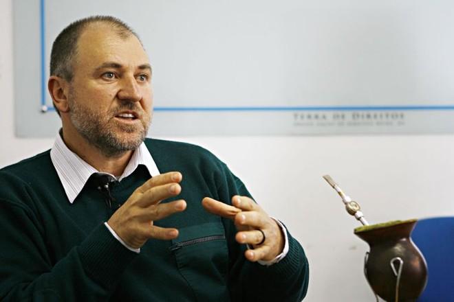 A iniciativa de Darci Frigo, coordenador da Terra de Direitos, foi uma das cinco selecionadas por aprimorarem a Justiça no país | Alexandre Mazzo/ Gazeta do Povo