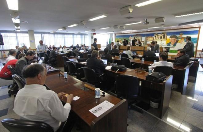 Plenário da Câmara de Curitiba: novo ar-condicionado nos próximos dias. | Daniel Castellano/Gazeta do Povo