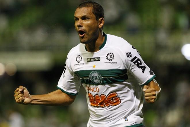 Depois de perder pênalti, Marcel vibra com gol de cabeça | Marcelo Elias/ Gazeta do Povo