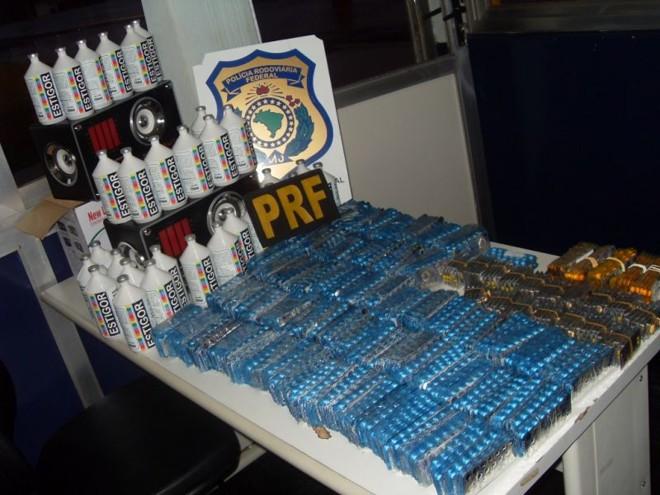 PRF encontrou 22 mil medicamentos, da marca Pramil, escondidos em caixas de som, no bagageiro de um ônibus   Divulgação / Polícia Rodoviária Federal