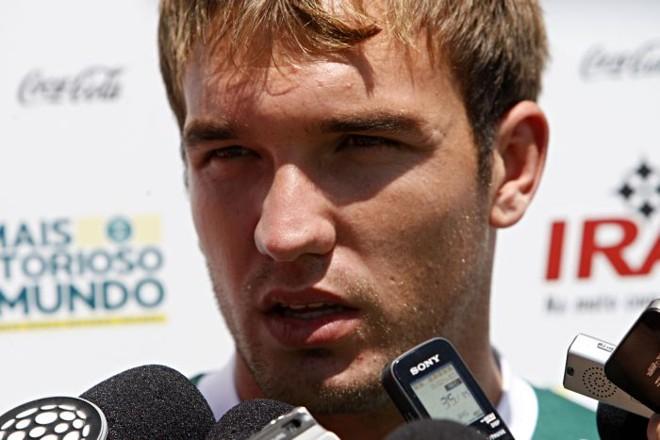 Com contratura muscular na coxa direita, tempo de recuperação do volante Willian não foi determinado | Felipe Rosa / Gazeta do Povo