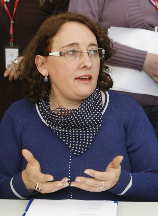 Professora Josete (PT): oposição criticou o parecer do jurídico da Câmara que recomendou o arquivamento do pedido de afastamento de Derosso   Antônio More/ Gazeta do Povo