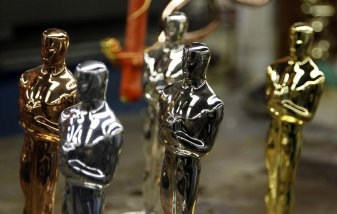 Estatuetas do Oscar em vários estágios do processo de fabricação | REUTERS/Jeff Haynes