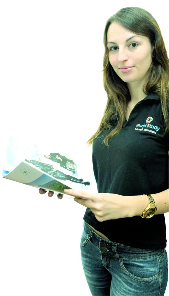 Bruna Klassman conquistou o emprego no último mês da faculdade | Aniele Nascimento/ Gazeta do Povo