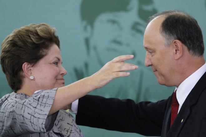 Dilma durante a posse, nesta quarta-feira, do novo ministro do Desenvolvimento Agrário, Pepe Vargas | Reuters