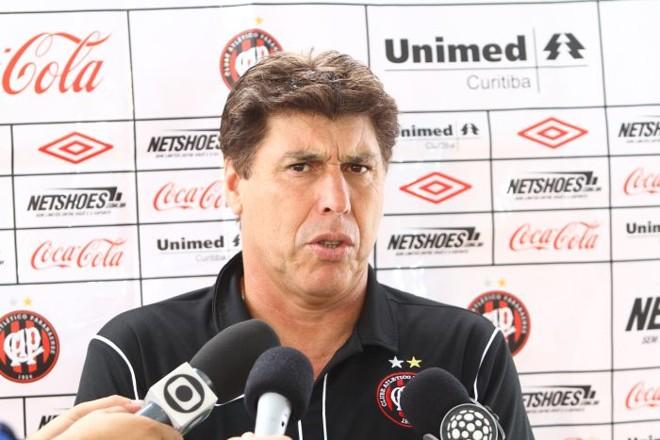 Após a vitória sobre o Operário, Carrasco não poupou elogio ao Atlético | Roberto Custódio / Jornal de Londrina