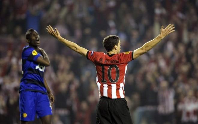 Oscar de Marcos comemora o segundo gol do Athletic Bilbao diante do Manchester United | Reuters