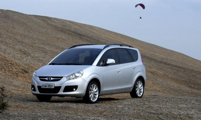 De olho na recuperação das vendas, a JAC dá desconto de R$ 1.700 para a minivan J6 | Divulgação