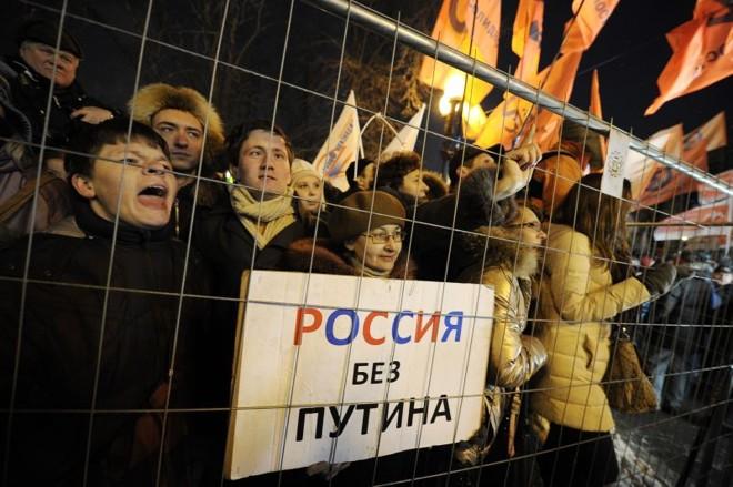 Ativistas da oposição pedem eleições honestas na Rússia e protestam contra a vitória de Vladimir Putin   AFP PHOTO / NATALIA KOLESNIKOVA