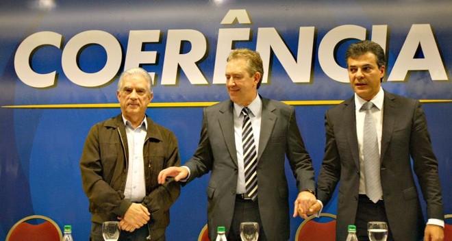 Luciano Ducci, entre Rubens Bueno e Beto Richa: campanha de R$ 23,4 milhões. | Jonathan Campos/ Gazeta do Povo