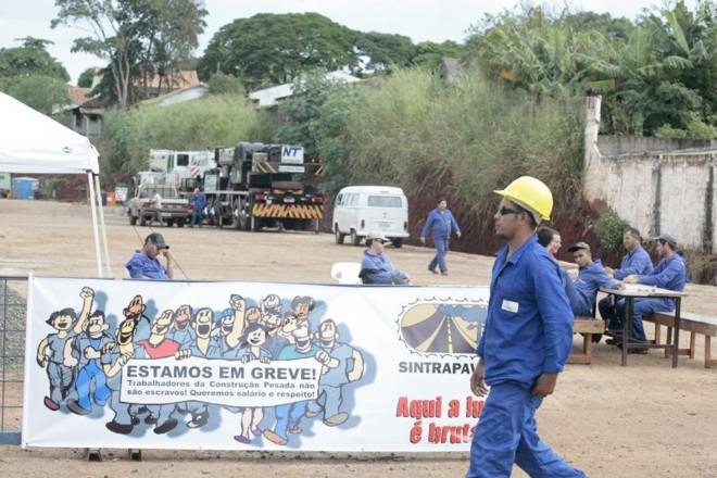 Sem acordo com sindicato patronal, funcionários da CR Almeida suspenderam obra em Maringá | Ivan Amorin/ Gazeta do Povo
