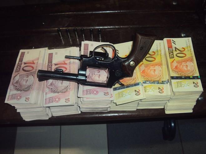 Polícia recupera R$ 42.950,00 que havia sido retirado de caixa eletrônico | Divulgação / Polícia Militar