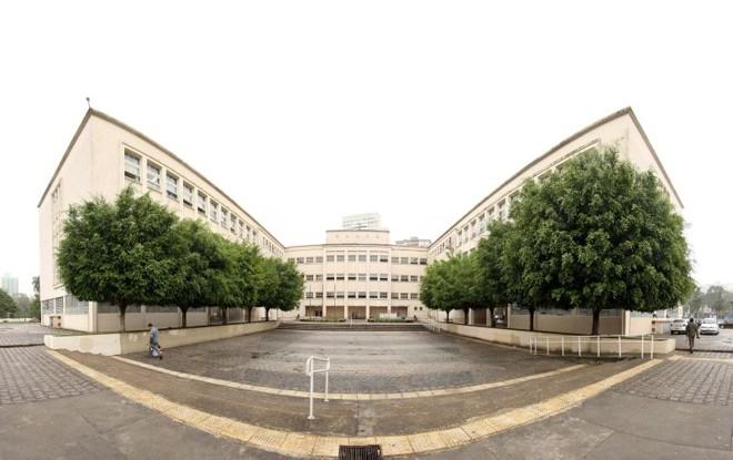 Vista do Colégio Estadual do Paraná, inaugurado em 1950: Centro de Memória é modelo para outras instituições | Antônio More/ Gazeta do Povo