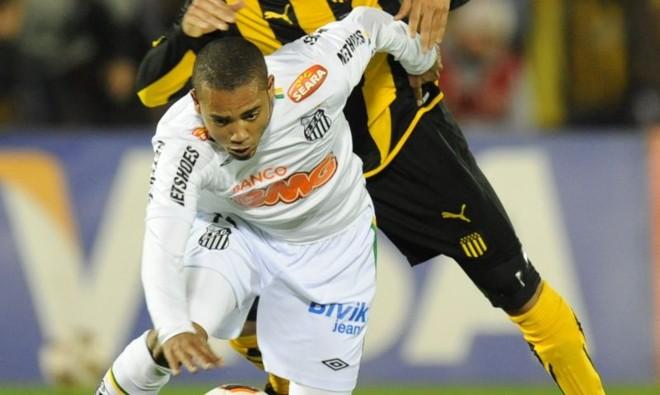 Adriano reclama de falta de valorização no Santos   AFP