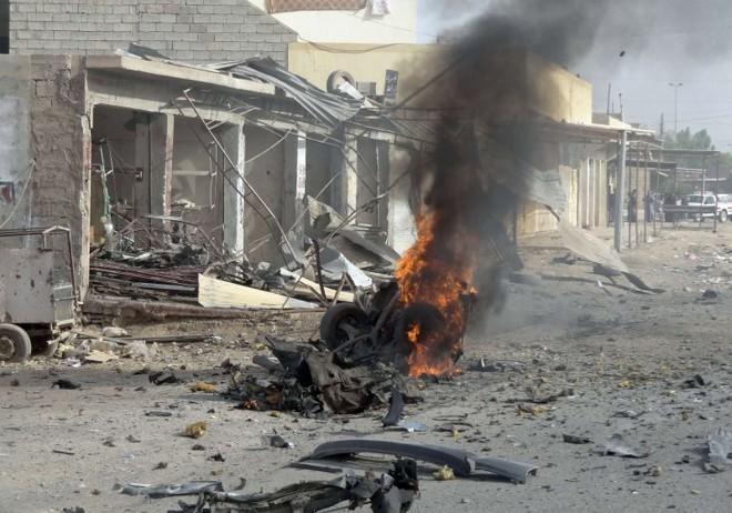 Carro-bomba em chamas na cidade de Kirkuk   AFP PHOTO/MARWAN IBRAHIM