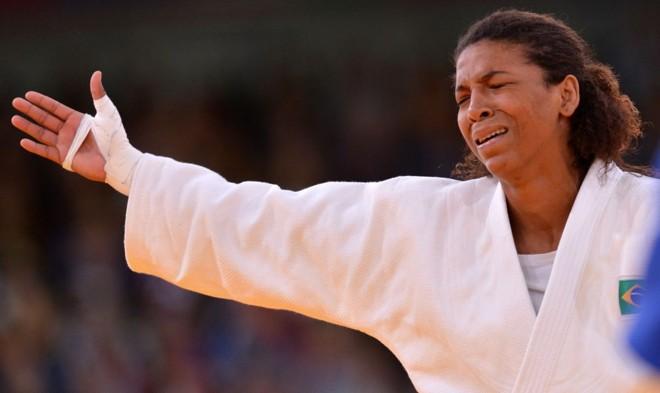 Rafaela Silva chora com a decisão dos árbitros | Johannes Eissele/ AFP