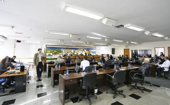 Plenário da Câmara de Curitiba: a partir do ano que vem, vereadores poderão ter até sete servidores no gabinete. Atualmente, o limite são 11 | Antônio More/ Gazeta do Povo