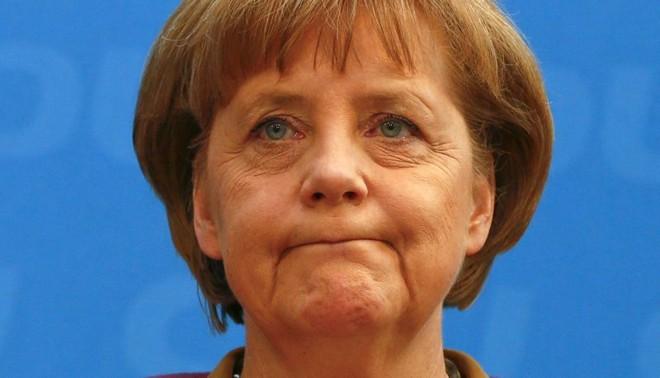 A chanceler Angela Merkel: decisão entre euro e seu governo | Fabrizio Bensch/Reuters