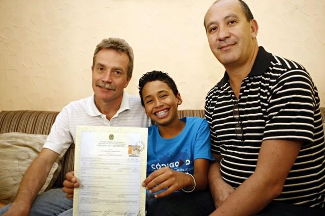Desde a semana passada, Alyson apresenta em sua certidão de nascimento o nome dos dois pais | Henry Milleo/ Gazeta do Povo