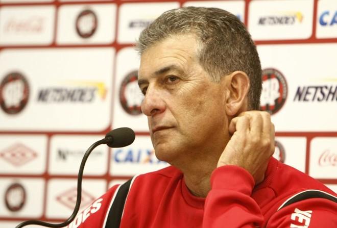 Drubscky comandou treino do Atlético na tarde desta quinta-feira | Hugo Harada / Gazeta do Povo