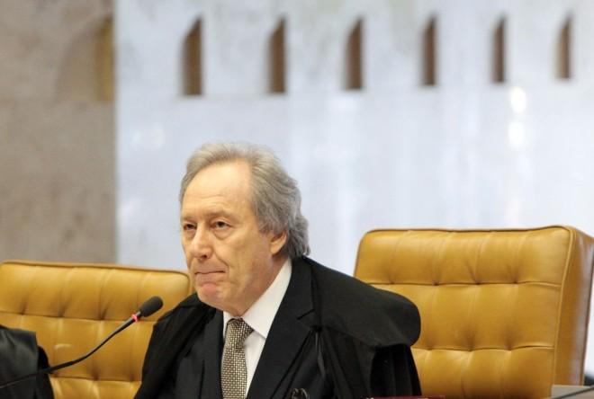 A absolvição de João Paulo Cunha pelo crime de corrupção é a primeira divergência entre Ricardo Lewandowski (foto) e o relator do caso, Joaquim Barbosa   Carlos Humberto / Divulgação / STF