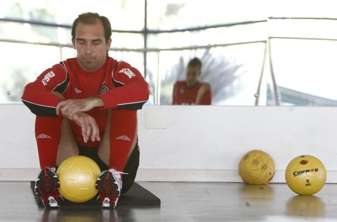 Paulo Baier tem se tornado peça importante também no banco de reservas, ajudando a orientar os companheiros de Atlético   Hugo Harada/ Gazeta do Povo