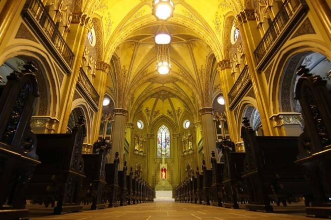 O interior da Catedral ganhou mais brilho com a recuperação da pintura feita pelos italianos Anacleto e Carlos Garbaccio nos anos 40 | Ivonaldo Alexandre/ Gazeta do Povo