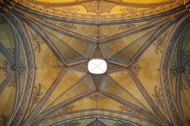No teto da nave da catedral havia um lanternin, uma espécie de cúpula feita em vidro, que estava fechada. Depois da reforma, esse espaço foi revitalizado e servirá como ponto de entrada de luz solar. À noite, uma lâmpada instalada no local permitirá que a igreja seja localizada por quem vê a cidade do alto |