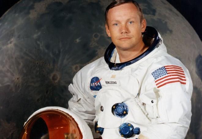 Armstrong, em foto da década de 1960, veste o traje de astronauta: pioneiro a pisar na Lua | Nasa/Reuters/Divulgação