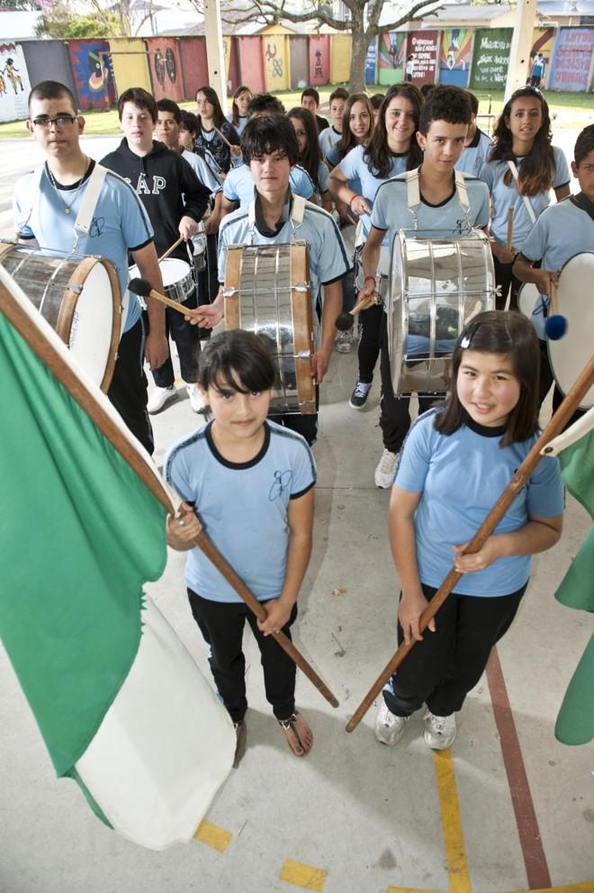 Colégio Estadual Avelino Antônio Vieira: alunos preparam fanfarra com o auxílio do professor de Música   Marcelo Andrade/Gazeta do Povo